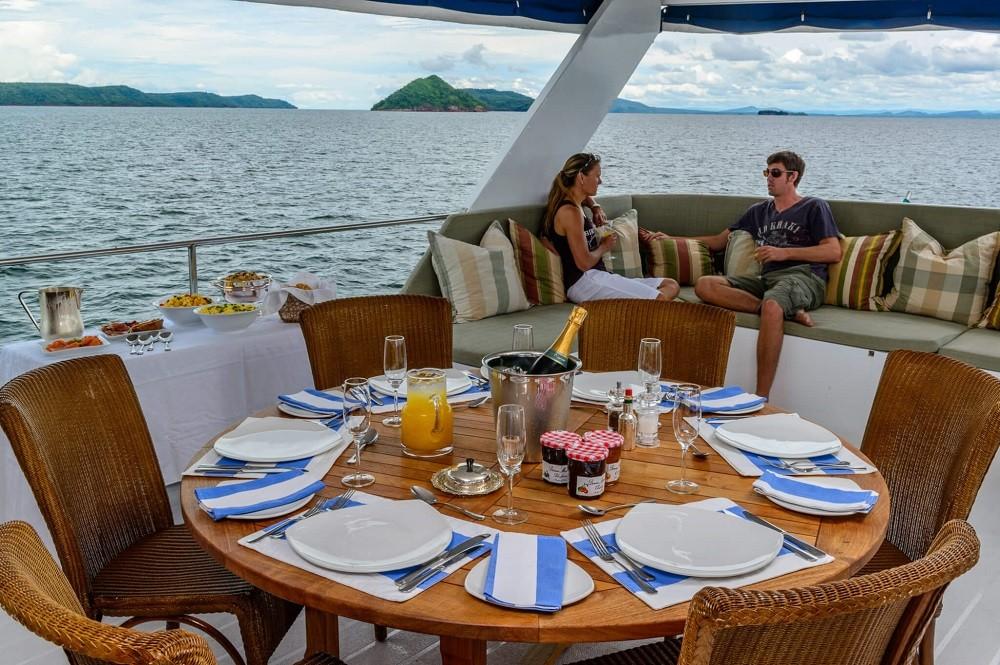 Matusadona Houseboat